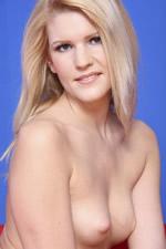 Nelle Blonde