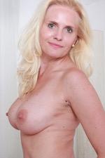 Laura Blond